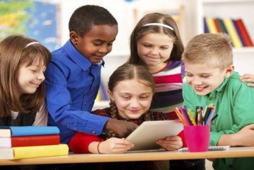 الصعوبات التي تواجه معلمي المدارس الابتدائية وفق التدريس بالكفاءات (دراسة استكشافية)